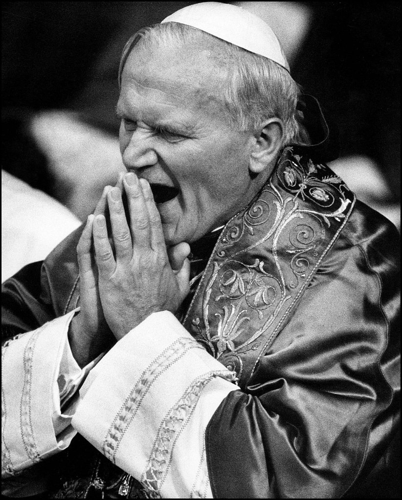 'Papal Yawn' St. Georges Cathedral London, UK 1982